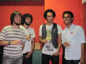 Fernando (guitarra), João Henrique (vocal), João Paulo (guitarra) e Rodrigo (baixo)